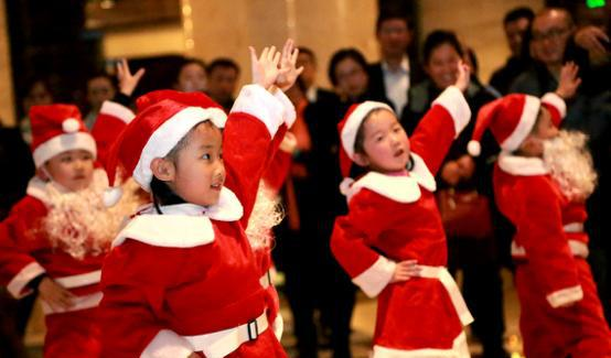 潍坊万达铂尔曼酒店举行圣诞亮灯仪式暨新加坡九龙湾地铁站美食香港附近图片