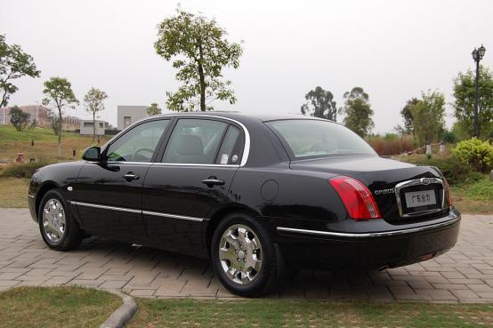 起亚也曾有过皮尺部, 这款车前面像奔驰后面仿林肯, 竟然卖三十万
