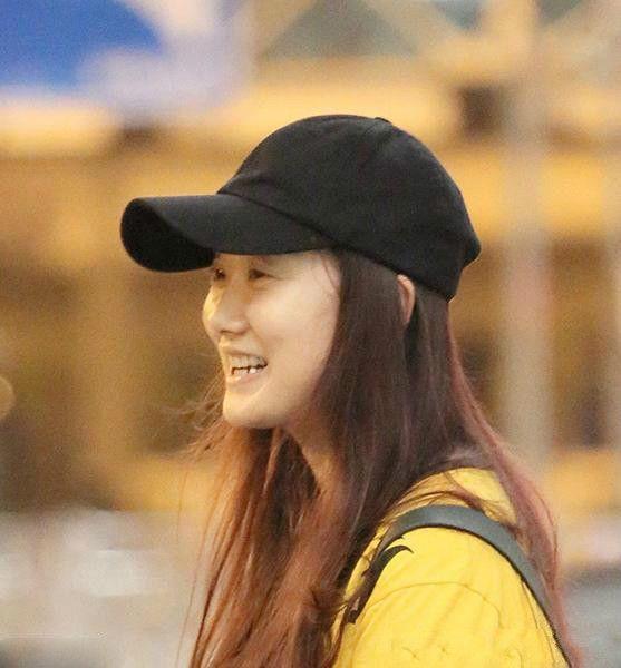 凤凰传奇玲花素颜出镜,网友:这是我见过最丑的女星!