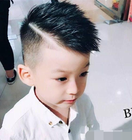 马上过年了, 快给你家孩子剪个帅气发型吧!图片