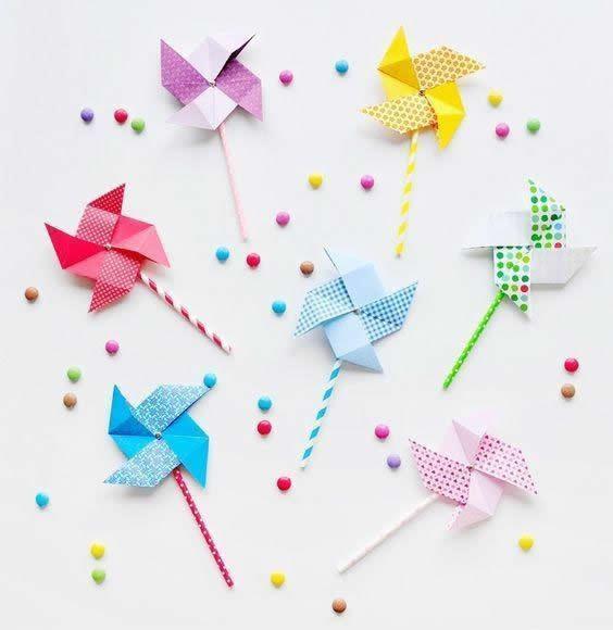 儿童折纸做法很简单,和小朋友一起做一个漂亮的风车吧