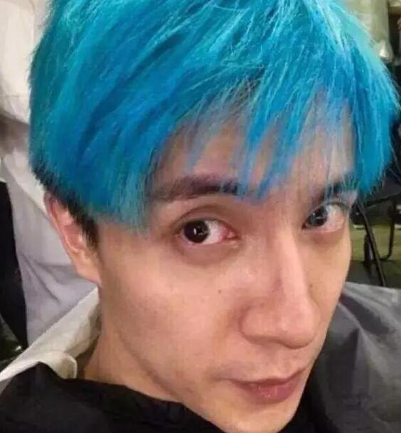 陈伟霆蓝色头发怎么染好看图片