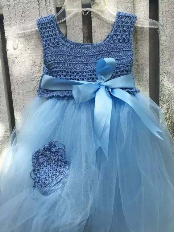 钩宝宝公主裙_瞧这个妈妈给宝宝钩的公主裙