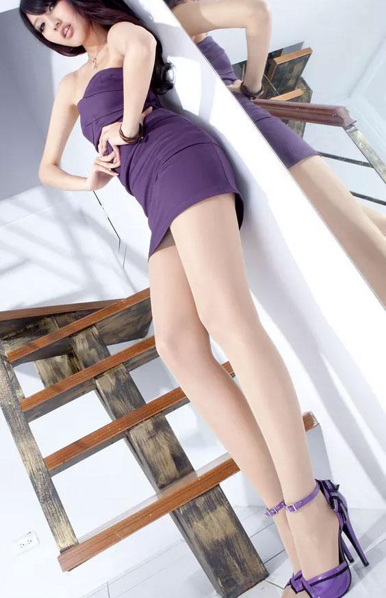 包臀裙和黑丝袜淫骚女_街拍女神都这么穿包臀裙和丝袜 你这样穿也美