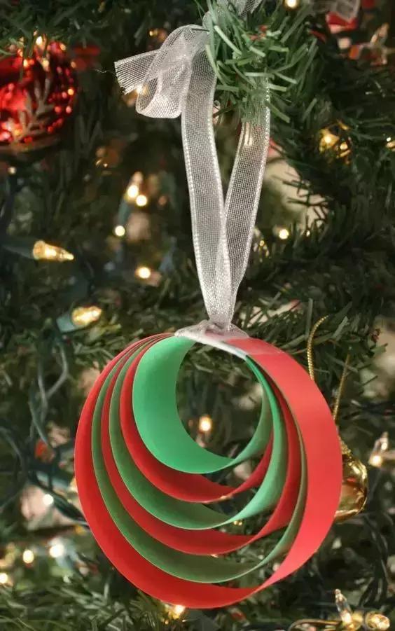 幼儿园圣诞节手工大全:圣诞老人铃铛吊饰等,卡纸纸皮箱全用上了