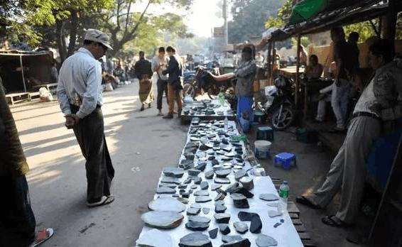 买翡翠<a href='http://www.zbpack.com' target='_blank'>玉</a>石一定要去缅甸?老手告诉你如何在边境淘好货!