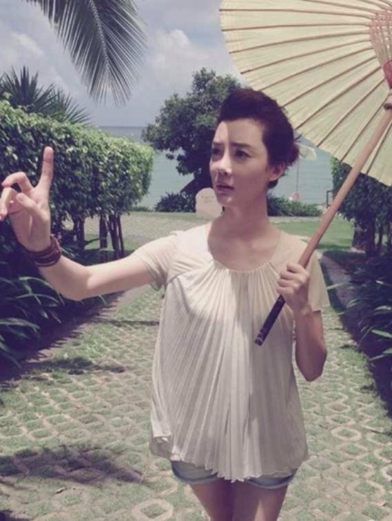 35岁车晓三亚旅行照流出,网友:离婚后不仅人美了,日子也滋润了