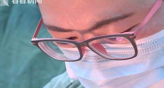 主刀大夫突发急病 打止痛针完成手术