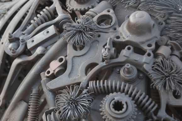 """俄罗斯男子通过小说和想象, 利用报废汽车零件做出""""机械牛"""