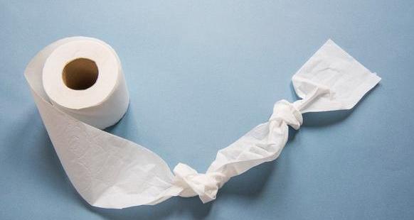 """厕所""""拉条""""的时候会钻心地疼?小心便秘有痔疮"""
