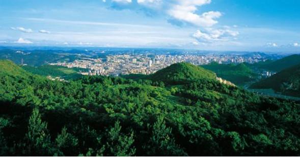 """中国第一个国家森林城市, 荣登""""中国十大避暑旅游城市图片"""