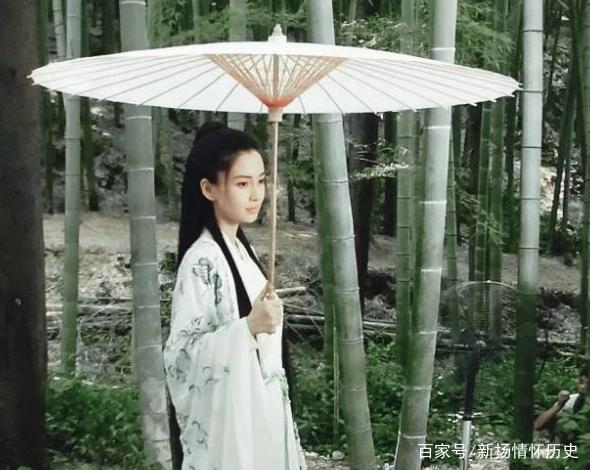 古装剧中女星撑伞,杨幂唯美,赵丽颖美若天仙,你觉得谁