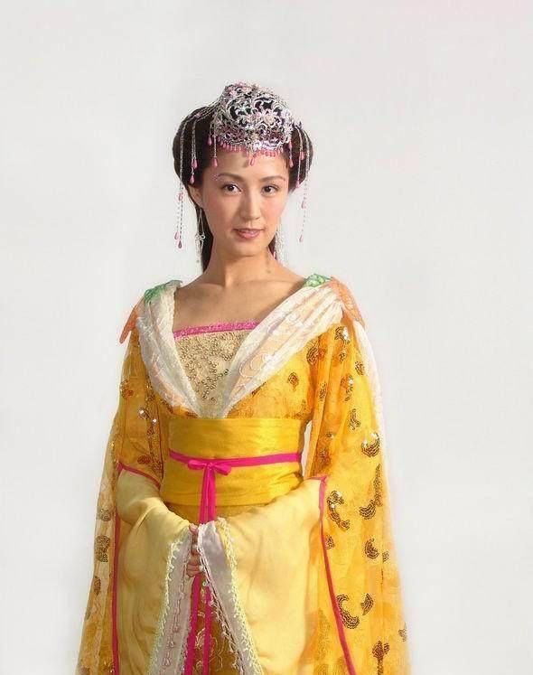 黄衣女子狂�_10位穿黄衣的古装女子,最美绝对不是范冰冰,你觉得谁