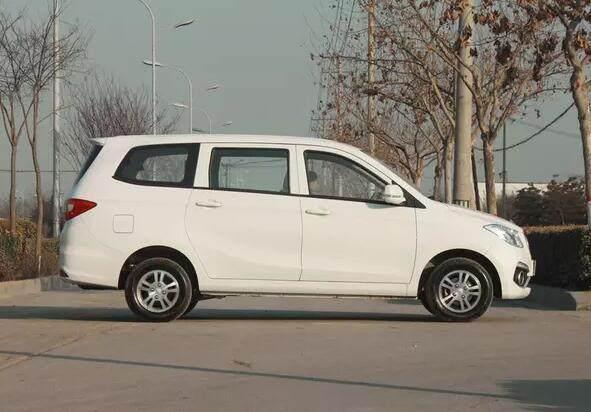 只卖4万,农村人都爱买这样的8座大空间MPV,五菱宏光,长安?..