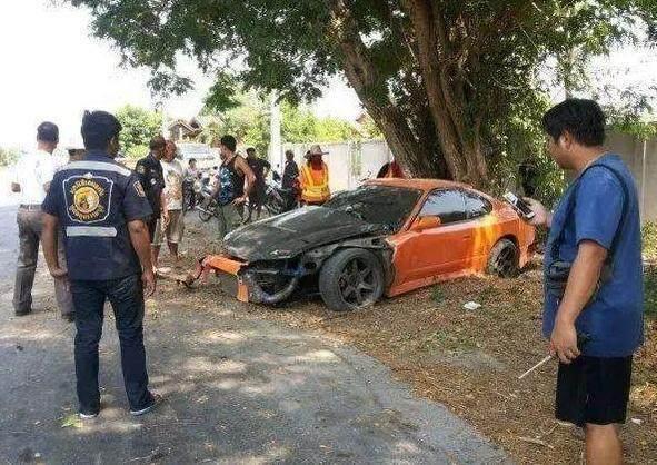 男子发生车祸向路人求助,当路人看清车主后,却没有一个人去救他