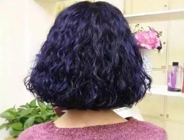 """中年女性朋友的""""小卷烫""""烫发20款推荐,这个也是目前最流行的发型之一图片"""