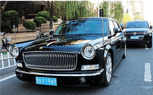 哈尔滨最牛红旗车,车牌号1949,劳斯莱斯看到都不敢超车