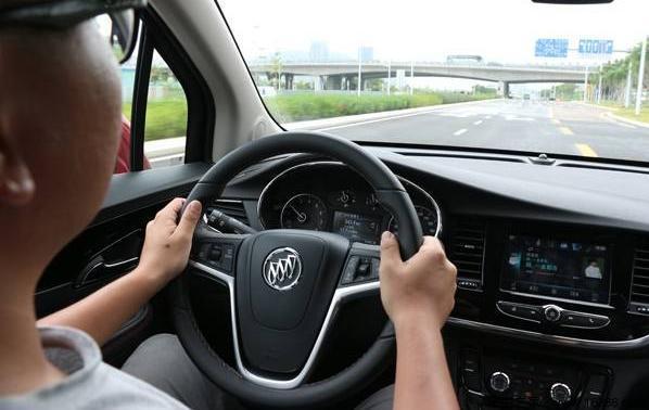 要想提高自己驾驶技术,必须学会这6个技巧!老司机也瞧瞧