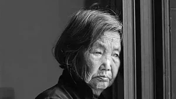 中国老年人自杀调查:在绝望中,平静而惨烈地结束生命