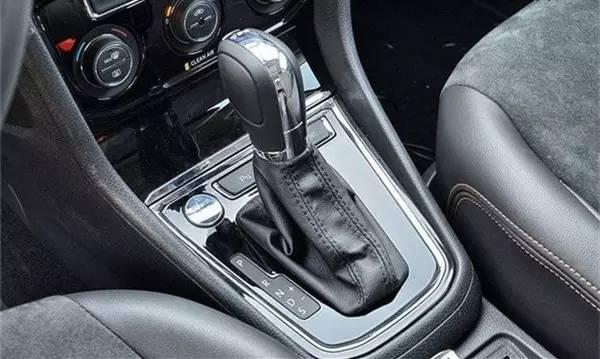 自动挡和手动挡哪个更好用?一分钟看懂变速箱!