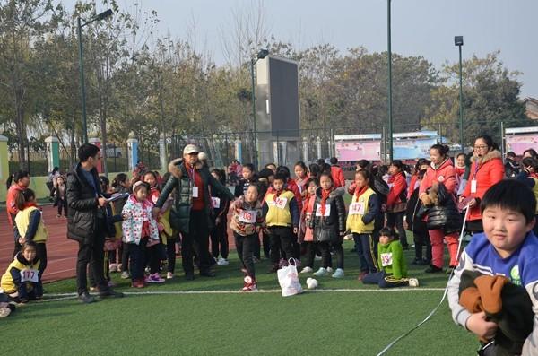 亳州市谯城区拂晓中心小学a小学举办第十一届田2008奥运会中国乒乓球得金牌图片