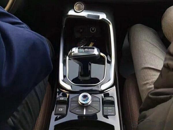 你们不行我自己来,哈弗全新SUV力拼H6,配电子挡把内饰逆天