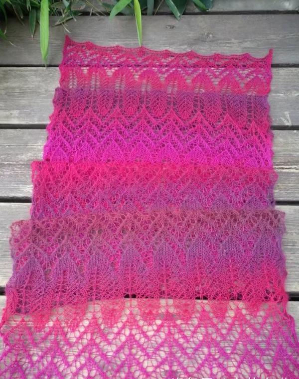 轻薄如蝉翼的段染镂空蕾丝围巾编织教程,满足这个冬日