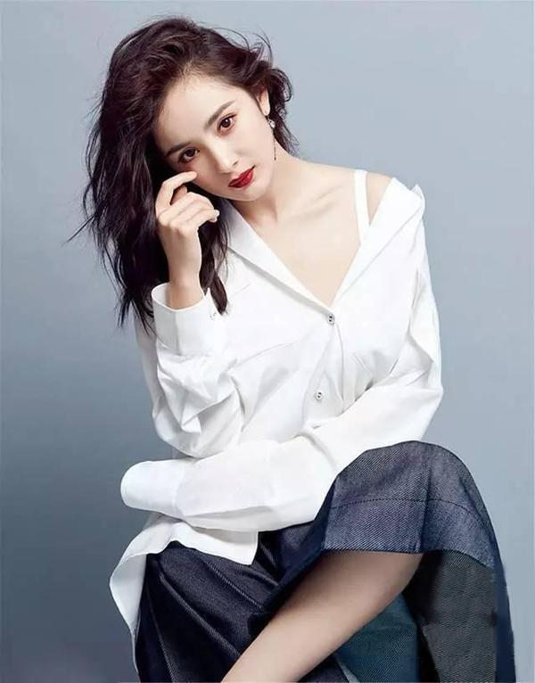 女星穿白衬衫,杨幂妩媚,迪丽热巴性感,杨颖比赵丽颖更