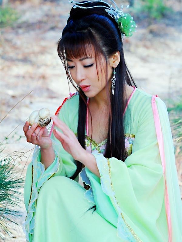 《活佛济公》系列美女如云,陈紫函江祖平,谁让广东美女酒吧图片