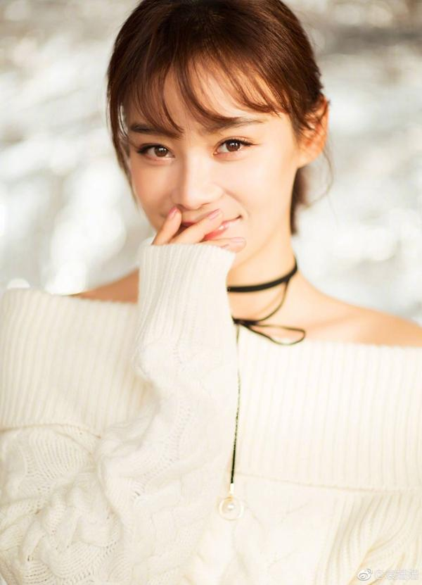 30岁袁姗姗又换新发型,剪空气刘海嫩回18岁,网友:甜炸图片
