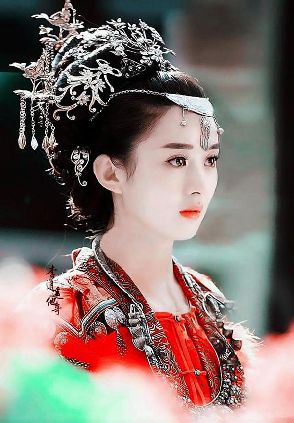 戴眉心坠的古装美女,杨幂淡雅,刘诗诗出尘,赵丽颖美哭