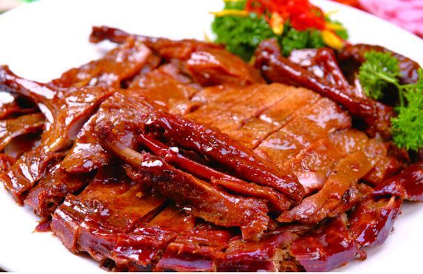 酱板鸭是一道湖南益阳的汉族特色名菜