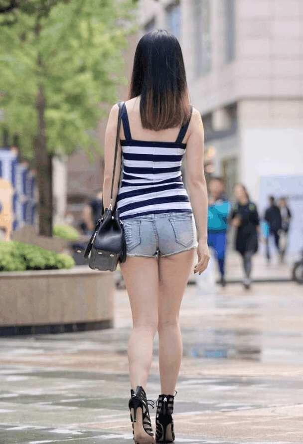 街拍, 蜜桃水蛇腰的大屁股少�D, 成熟女人就是�_放��街露大屁股