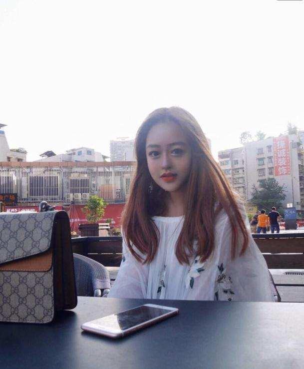 200斤网红女,照片比杨幂丽颖都美,王思聪还私信她!