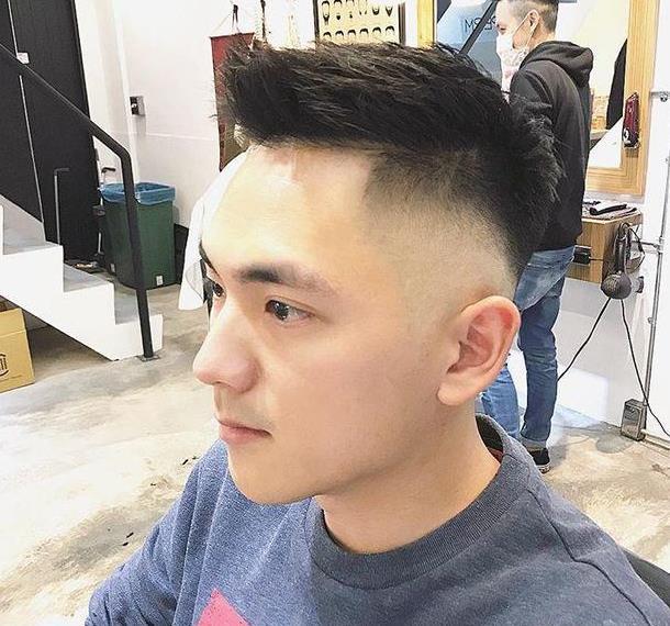 2018流行渐变发型10款,适合脸大的男生!