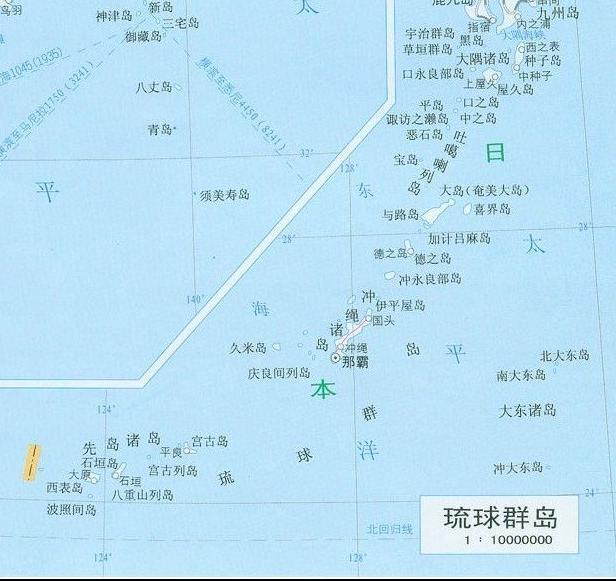 琉球群岛位于东中国海上,呈东北西南向,包括大隅群岛,吐噶喇群岛,奄美