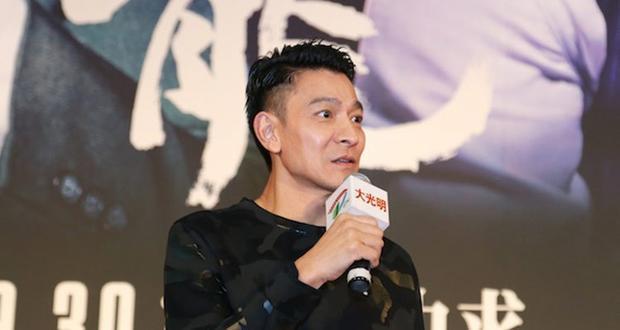 TVB最火龙套,11年前娶50亿豪门老婆,今模样大变,45岁老成60岁