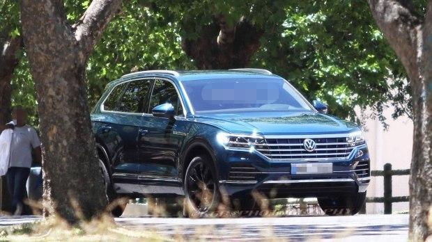 大众新旗舰SUV突现街头,霸气碾压Q7,直甩途昂一条街!