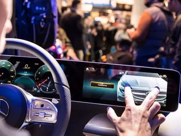 终于可以触屏操作了!奔驰发布全新人机交互系统!