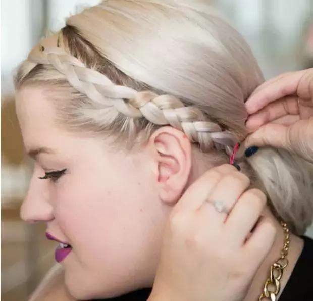 把刘海一缕,编程麻花辫的样子,在编织的过程中不断和刘海的其他头发图片