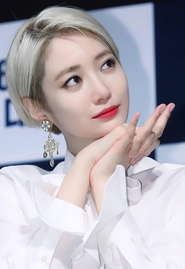 韩国短发女神高俊熙图片