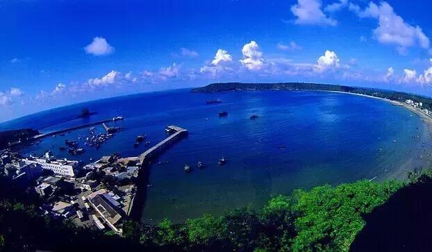 例如:  涠洲岛荧光海滩> 主要景点:斜阳岛,猪仔岭,天主教堂,滴水丹屏
