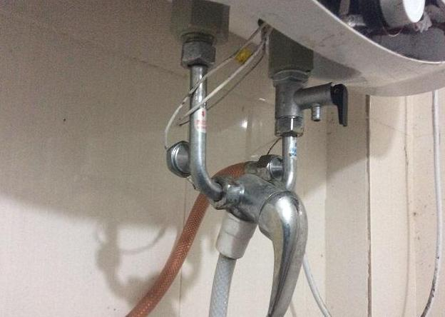 燃气热水器正常使用时突然出冷水图片