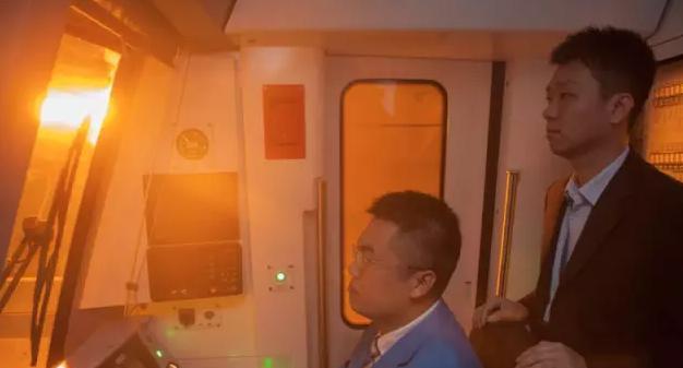 美哭了!深圳这条地铁不仅颜值爆表,还开在海上!