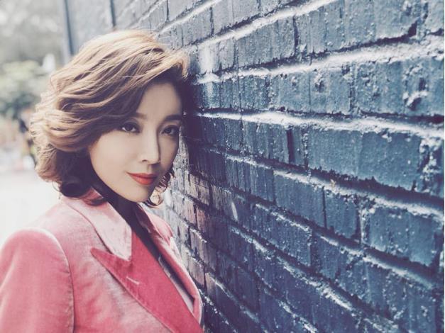 高晓菲出演电视剧《我们都要好好的》与刘涛金晨互飚图片