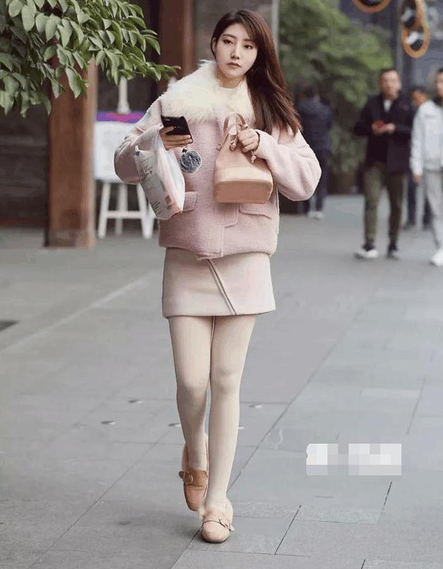 成都小姐最多的地方_成都街拍: 5位学生妹的清纯穿着