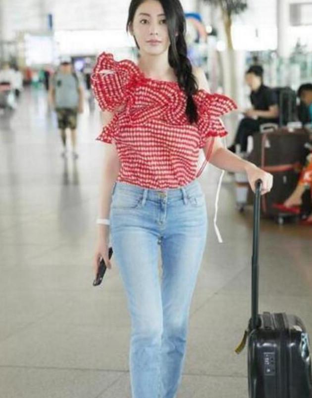 7位当红女星的机场照:郑爽真实赵丽颖可爱,她美到没