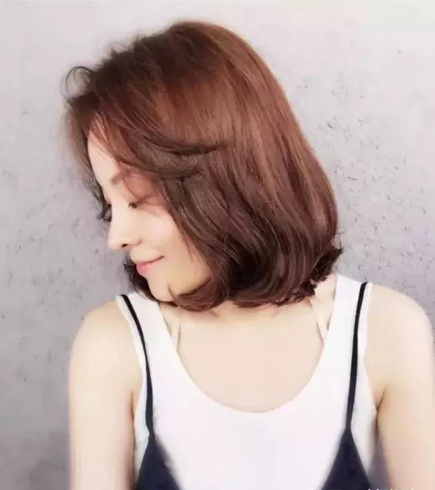 2018年流行的女生发型短发帅气!
