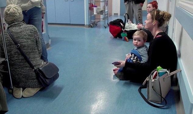 英国医院人满为患 首相:最棒的体系