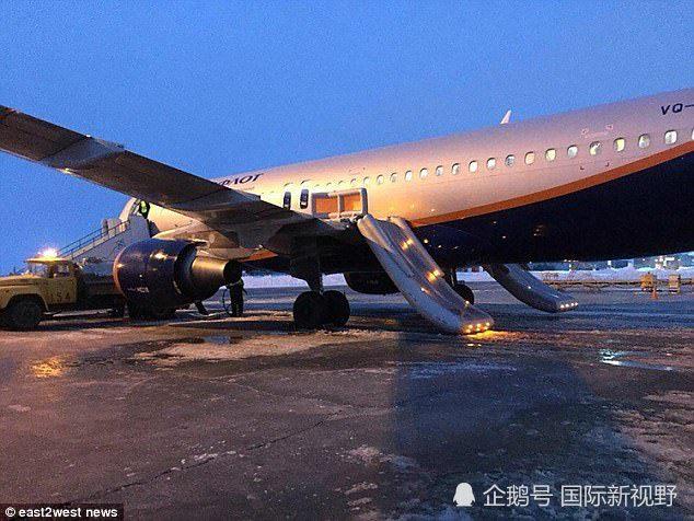 俄罗斯客机充电宝起火机舱内浓烟四起,乘客淡定灭火安全有序撤离图片